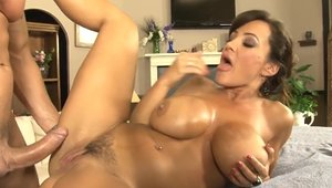 Busty mature Lisa Ann goes in for raw sex HD