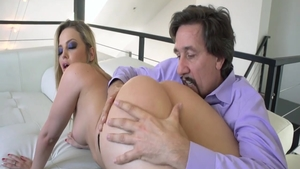Big ass Alexis Texas dick sucking on the couch
