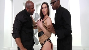 Beautiful MILF Kendra Lust rushes the best sex