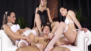 Very hawt babe Wendy Moon in sexy stockings hardcore threesome