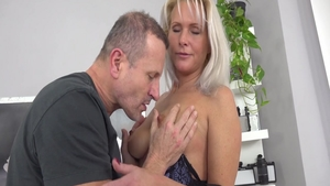 Busty babe Kathy Anderson receives sex scene