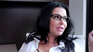 Glamour Veronica Avluv blowjobs on the couch