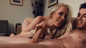 Big ass stepmom Rebecca More loves hard nailining in HD