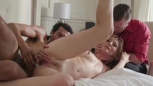 Housewife Mona Wales fetish threesome