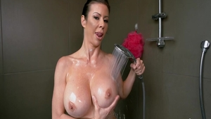 Big boobs & hawt stepmom Alexis Fawx rough sucking dick