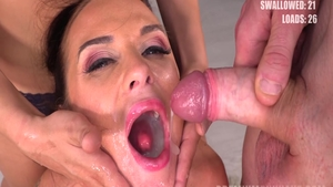 Vinna Reed and pornstar Cristal Caitlin pussy eating