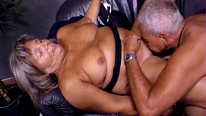 Mature has a taste for threesome