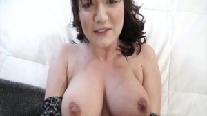Mature Charlotte Cross pussy eating