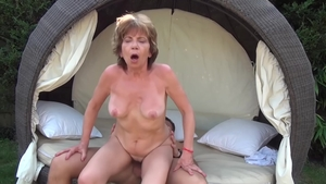 Young amateur Akasha Cullen good fucking outdoors