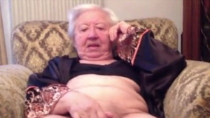 Granny lusts fingering in HD
