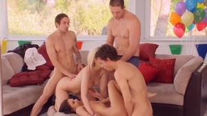 Big ass babe loves foursome in HD