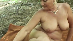European mature really likes pussy fucking in HD