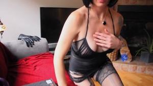 Handjob pretty british in her lingerie