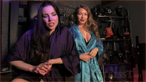 Fingering together with stepmom Mistress T