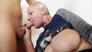Babe agrees to sucking cock