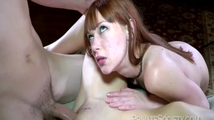 Very sexy babe digs nailed rough