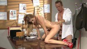 Perfect stepmom Lexi Belle gets a buzz out of pussy sex